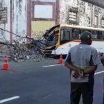 Acidente com ônibus deixa duas pessoas feridas no Recife