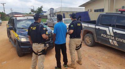 PRF prende homem com mandato de prisão durante viagem de ônibus na BR-163